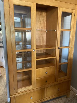 Wood China cabinet and wood dining set for Sale in Miami, FL
