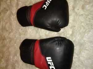 Training boxing glovee for Sale in Victoria, TX