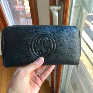 Guess wallet clutch purse handbag for Sale in Silver Spring, MD