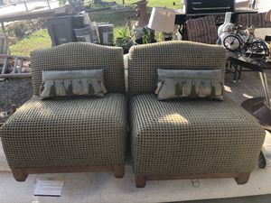 2 green individual sofas with small pillows for Sale in Coachella, CA