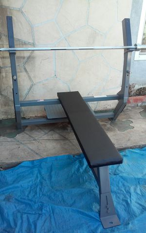 BODY MASTERS BENCH PRESS AND OLYMPIC WEIGHT SET for Sale in Hayward, CA
