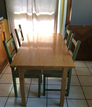Used kitchen Table, pine... includes 4 chairs for Sale in El Monte, CA