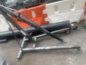 Dayton 2 ton hydraulic floor crane stand for Sale in New York, NY