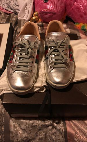 Gucci snake shoes size 9/12 for Sale in Pittsburgh, PA