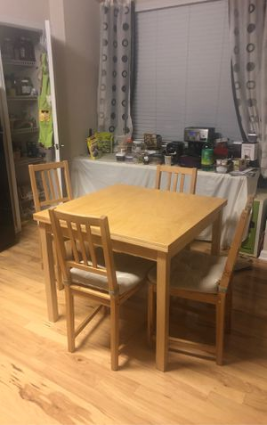 IKEA expandable dining table with chairs for Sale in Duluth, GA