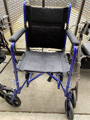 Wheel Chair 17 inches wide for Sale in Tacoma, WA