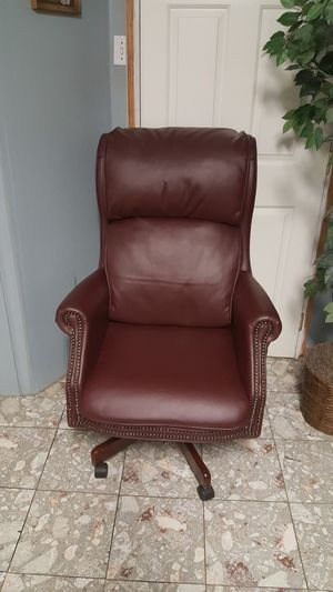Cherry Executive Chair for Sale in Lake Shore, MD