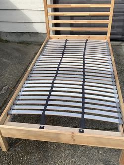 Excellent Condition Twin Bed Frame for Sale in Shoreline,  WA