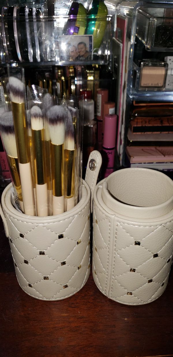 Brush set with carry case