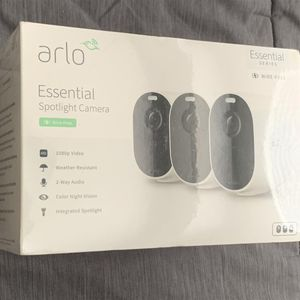 Arlo - Essential Spotlight 3 Cameras – Indoor/Outdoor Wire-Free 1080p Security Cameras - White for Sale in Miami, FL