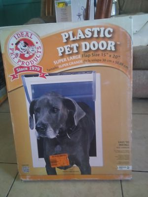 Large doggy door compkete in box for Sale in Apple Valley, CA