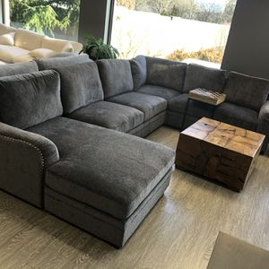 New & In Stock! Grey Sectional W/ Nailheads Only $1599! for Sale in Vancouver, WA