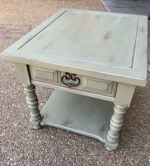 Side table/small coffee table for Sale in Nashville, TN