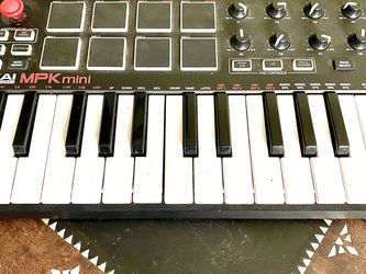 Akai MPK Mini. Keyboard for Sale in Los Angeles,  CA