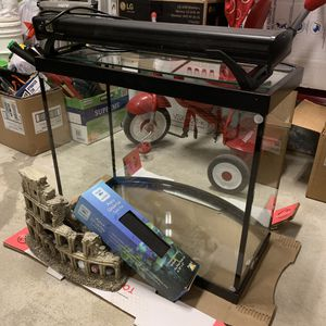 50 gallon curved front fish tank for Sale in Lake Stevens, WA