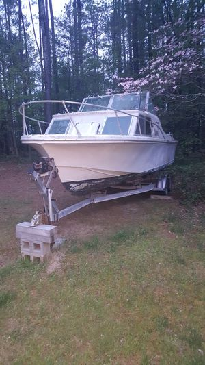 Cabin cruiser 26ft. for Sale in Farmville, VA