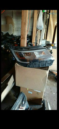2016-2019 Ford explorer headlight full LED RH OEM for Sale in Dallas,  TX