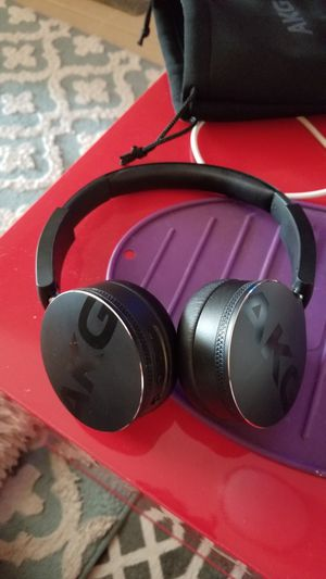 Akg bluetooth headphones for Sale in Oakland, CA