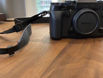 Fuji camera xt1 without lens sold separately for Sale in Beverly Hills,  CA
