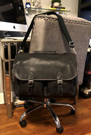 New! Men's GAP messenger bag paid $48 Brand-new never worn large size leather messenger bag with adjustable strap and lots of great storage space! for Sale in Washington, DC