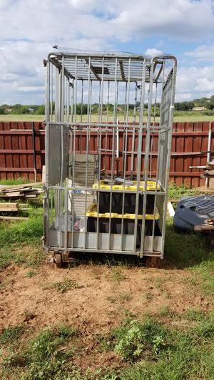 Locking Cage for Sale in San Angelo, TX