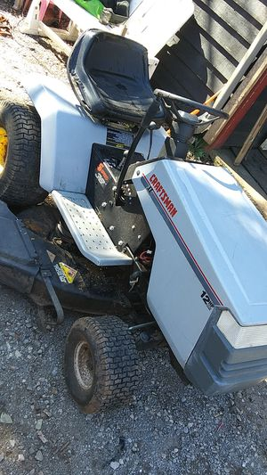 Craftsman Lawn Tractor 12HP I/C 38in deck 5speed for Sale in Knoxville, TN