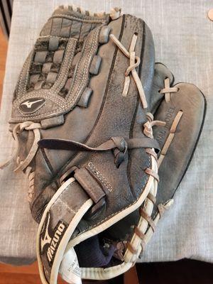 "12.5"" baseball softball Mizuno glove broken in for Sale in Norwalk, CA"