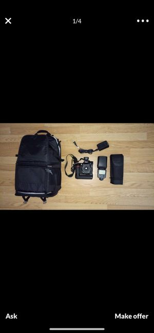 Nikon D300 w/ battery grip, wireless flash and Camera bag. for Sale in Miami, FL