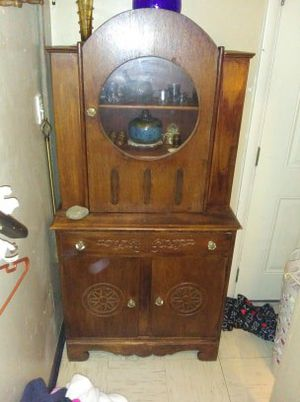 Antique Maple curio cabinet for Sale in Harrodsburg, KY