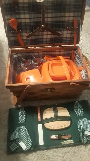 Picnic set and basket with handles very sturdy. for Sale in Austin, TX