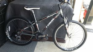 Trek three series 3500 mountain bike. 13 inch frame adults size for Sale in Plano, TX