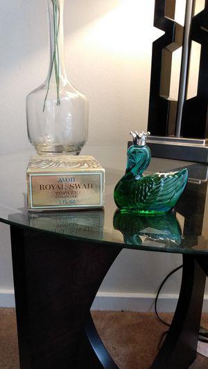 "Vintage Avon 1971 collectible Green glass Decanter "" ROYAL SWAN "" TOPAZE NOS for Sale in Belleville, MI"