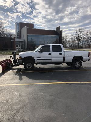 2002 Chevy Silverado with ultra mount plow for Sale in Calumet City, IL