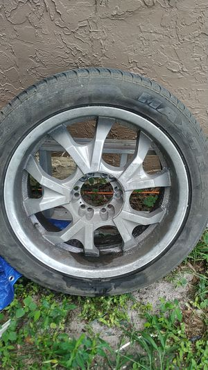 Free one rim for Sale in Alafaya, FL
