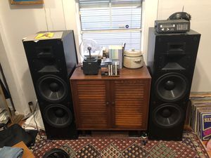 Klipsch KLF-30 tower speakers for Sale in San Jose, CA