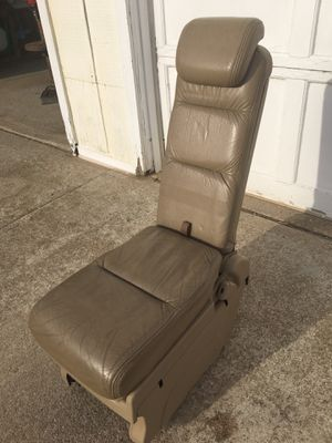 Honda Odyssey 2nd row middle seat for Sale in Fennville, MI