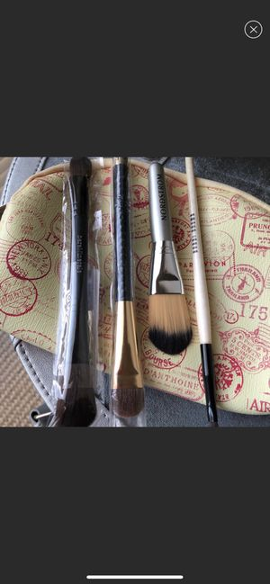 Set of 4 Brand New Makeup Brushes for Sale in Portland, OR