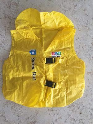 """Yellow Swim Kid """"Step B"""" Inflatable Unisex Water or Swimming Pool Training Vest - Up to 66lbs for Sale in Miami, FL"""