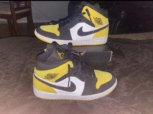 Jordan 1 mid yellow toe black size 10.5 for Sale in Wilmington, NC