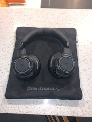 Plantronics Backbeat Pro Bluetooth Wireless Over-Ear Headphones with Mic and NFC - Noise Canceling for Sale in Seattle, WA