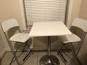 Kitchen Cafe Table w/ Stools for Sale in Baltimore, MD