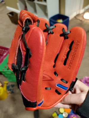 Baseball gloves for little kids for Sale in McKees Rocks, PA