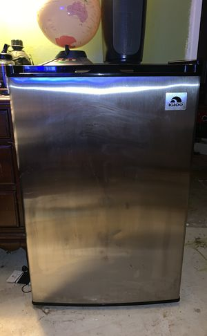Igloo 3.2 cu. ft. Stainless steel refrigerator and freezer for Sale in Knoxville, TN