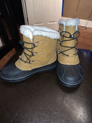 Crocs snow boots for KIDS take two for one price for Sale in Brooklyn, NY
