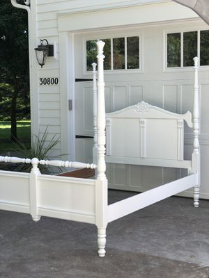 Beautiful white full & queen bed frame for Sale in Battle Ground, WA