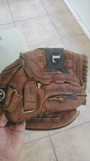 Baseball glove for Sale in Orlando, FL