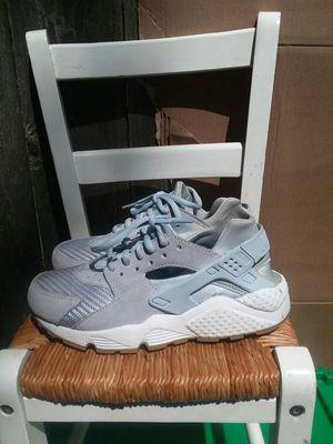 Women's Nike shoes for Sale in Seattle, WA