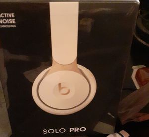 Solo pro beats studio headphones. for Sale in Fort Worth, TX