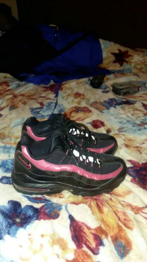 Air max nike womens tennis shoes.size 6 and is in excellent condition. Black and pick very nice pair of nikes for Sale in Wichita Falls, TX