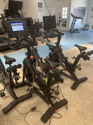 INTERACTIVE SPIN BIKE with spin classes (like Peloton but only 1/3 the price) for Sale in Los Angeles, CA